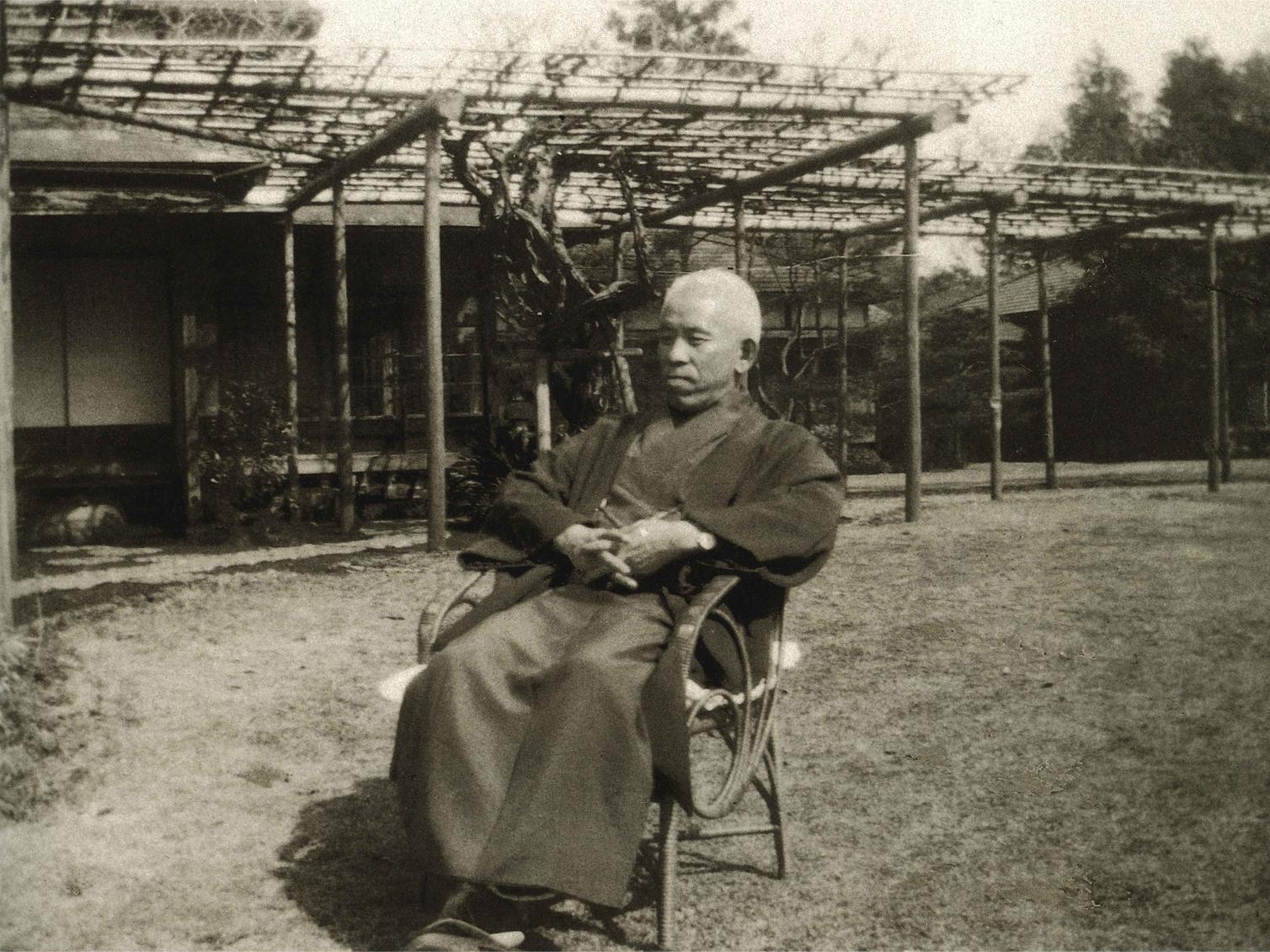 玉川郷へ移転間もない頃の教祖(昭和10年)