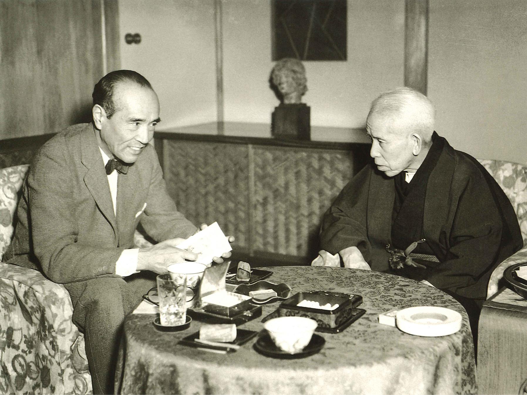 左は哲学者谷川徹三氏(元法政大学総長)(昭和28年4月26日)